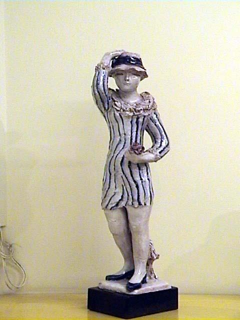 Figura  con sombrero frente